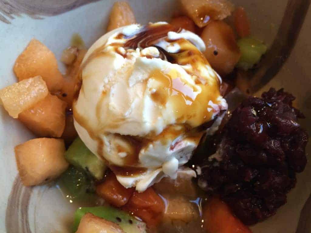 Helado de Raíz Japonesa Gelatina de Alga y Guarnición de Fruta y Frijol Dulce, Restaurante Yoshimi, Hyatt Regency Mexico City