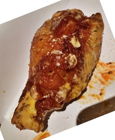 Bufalo garlic parmesan wings rellenas de mac `n´cheese del food truck Sauce up, Best of the Munchies, SOBEWFF