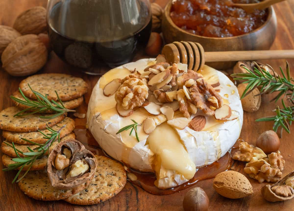 queso con romero y nueces con maple y salvia